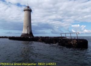 Le phare, sa jetée et sa balustrade