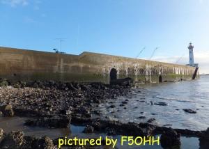 Marée basse au pied du Vieux Môle