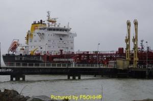 """Le pétrolier """"Apatura"""" en ravitaillement, février 2015"""