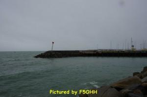 Vue des deux phares sur la jetée Garlahy