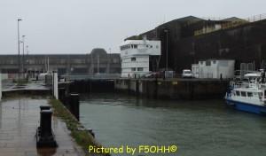 La même avec les 14 alvéoles des U-Boots dans le fond