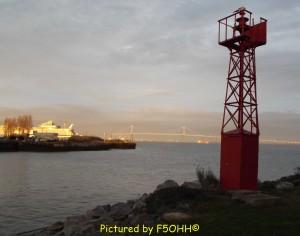 C'est beau un phare à la tombée du jour