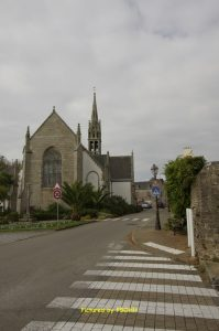 Vers la place de l'église