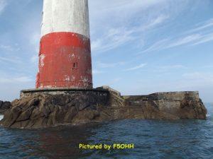 Une tour massive et tronconique