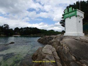 Le phare de Pouldohan et la ria Minahouet