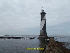 Le phare du plateau du Four et sa jetée