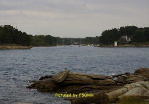 Passage avec le phare de Pouldohan