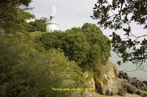 Phare de l'Aiguillon vu du chemin côtier