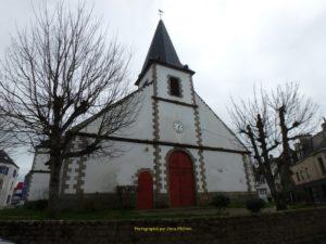 L'église, ses ex-votos et sa girouette...