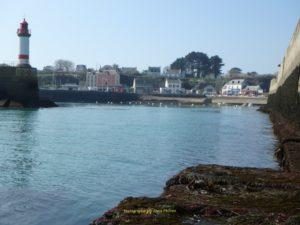 Le chenal et Port-Tudy en fond