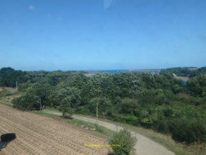 Joli la vue, phare de La Croix au loin