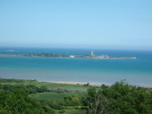 Vue sur la baie et le fort de la Hougue