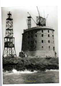 Phare provisoire des Roches Douvres après-guerre